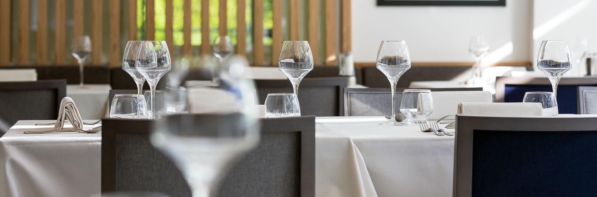 Tables du restaurant de l'Hôtel Avène