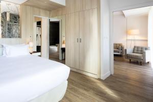Chambre, salon hotel Herault