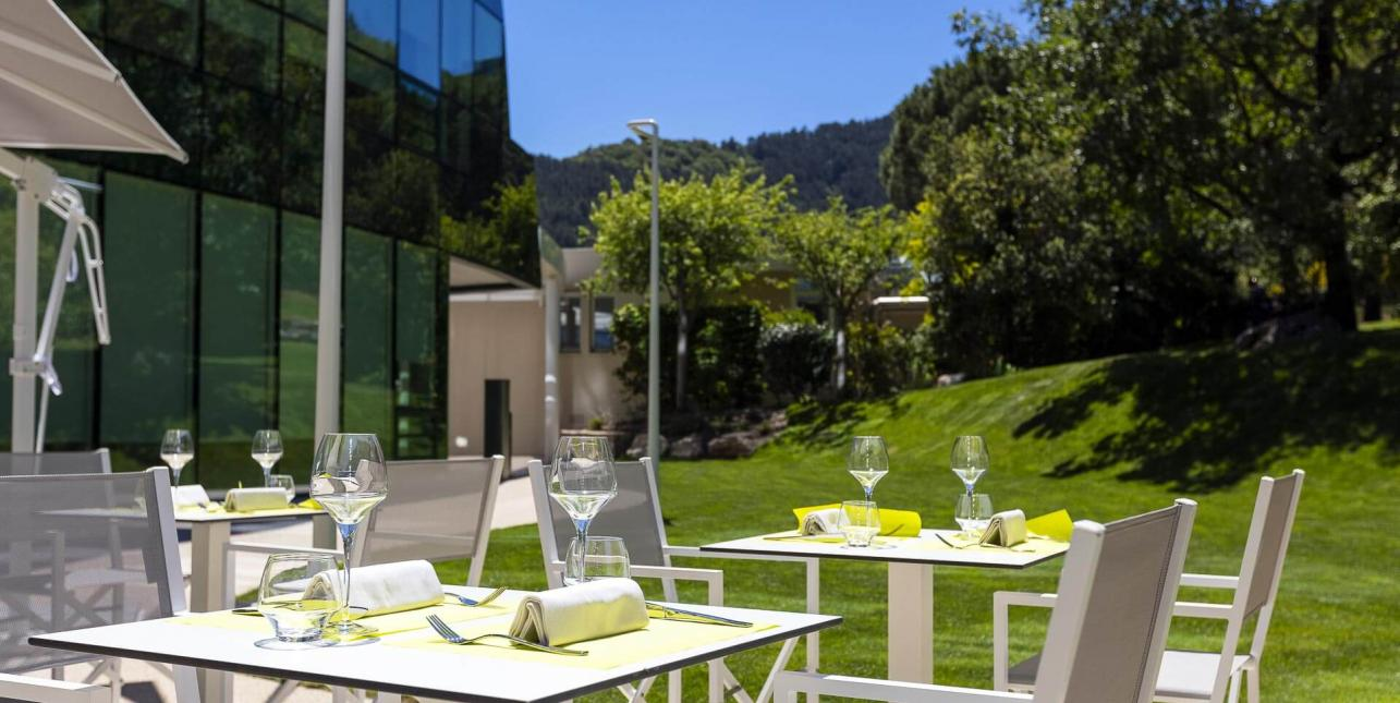 Terrasse restaurant avene Grand Orb