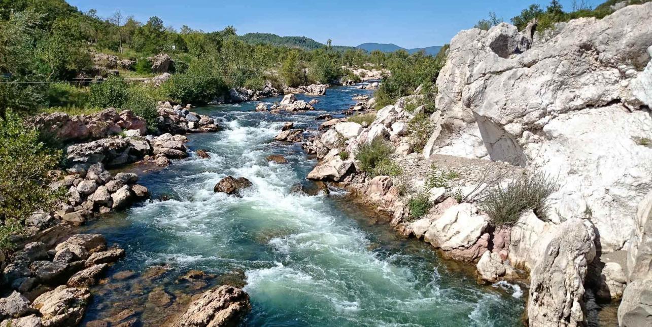 Une rivière au cœur de la vallée