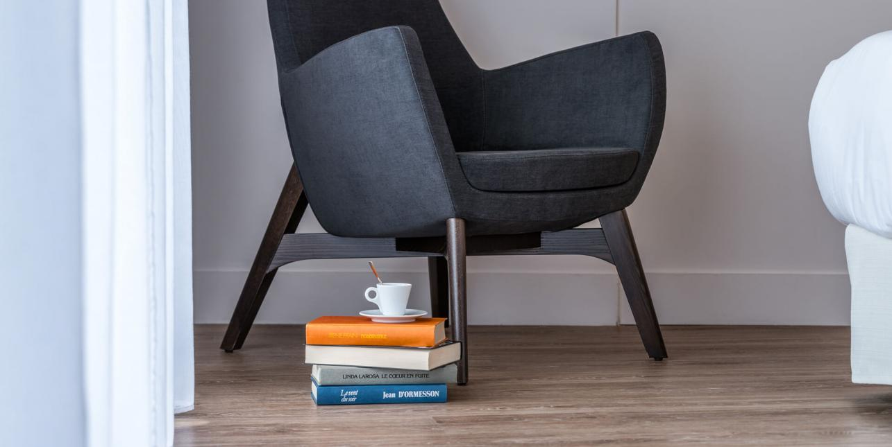 Un fauteuil et des livres